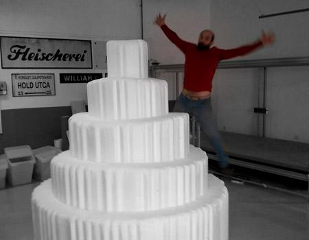 torta1 teleszkópos torta terformalas habvagas hungarocell film diszletkeszites