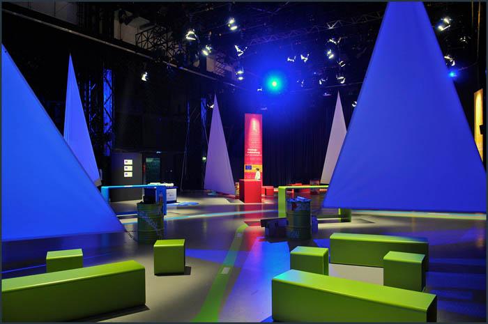 dsc 3696 YOM   Budapest  terformalas grafikai termek tervezes film diszletkeszites digitalis nyomtatas