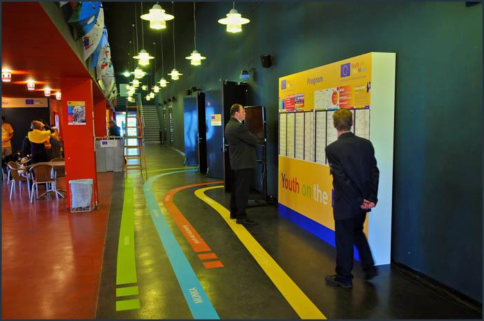 dsc 3707 YOM   Budapest  terformalas grafikai termek tervezes film diszletkeszites digitalis nyomtatas